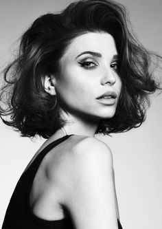 Icona by themarcogiorgio on Bangstyle, House of Hair Inspiration Short Punk Hair, Short Hair Cuts, Choppy Bob Hairstyles, Diy Hairstyles, Curly Bob Hairstyles, Celebrity Hairstyles, Wedding Hairstyles, Cabelo Lucy Hale, Wavy Hair