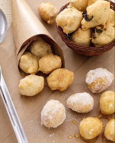 Le pettole o pittule sono sfiziose palline di pasta lievitata fritte, tipiche della cucina pugliese, che possono essere salate o cosparse di miele.