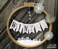 Winter magic - We love handmade! We share the passion to conjure up handmade things, the materials do not matter. Christmas Family Feud, Christmas Makes, Christmas Wreaths, Christmas Crafts, Christmas Decorations, Calendrier Diy, Family Feud Game, Ornament Drawing, Holiday Party Games