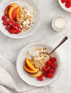 Cinnamon Quinoa Breakfast Bowl - a little honey for sweetness, granola for some crunch, and some fruit adds even more to this delicious breakfast! Quinoa Breakfast Bowl, Protein Breakfast, Free Breakfast, Breakfast Fruit, Mexican Breakfast, Breakfast Pizza, Morning Breakfast, Brunch Recipes, Breakfast Recipes