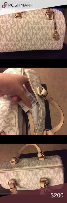 Authentic Michael Kors Grayson Medium Satchel 👜 Michael Kors Grayson Medium Satchel Handbag Michael Kors Bags Satchels