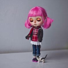 """Soft kitty warm kitty little ball of fur.  Happy kitty sleepy kitty purr purr purr."" . #babycatfacedollies #custom #nothingisordinary_ #nothingisordinary  #blythe #blythedoll #blythedolls #blythestagram #customdoll #customblythe #customblythedoll #doll #dollstagram #dollphotography #instadoll #instablythe #makebelieve #toy #toyunion #toyslagram  #toyphotography #toyrevolution #toyartistry #toptoyphotos #pinkhair #cute #creativeflow_graphics #simplyguava #ootd by babycatfacedollies"