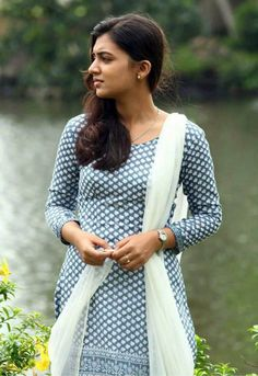 South Indian actress Nazriya Nazim best picture and wallpaper gallery. Best hd image gallery of actress Nazriya Nazim. Kerala Bride, South Indian Bride, South Indian Actress, Nazriya Nazim, Photoshop, Most Beautiful Indian Actress, Beautiful Actresses, Girl Photo Poses, Tamil Actress