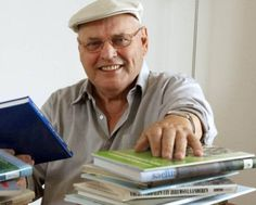 † George Sponselee (83) 05-09-2016 Schrijver, historicus, voorvechter van het Oost-Zeeuws-Vlaams dialect, natuurkenner en sinds 1976 correspondent voor De Stem, later BN DeStem. George Sponselee was het allemaal en nog veel meer dan dat.