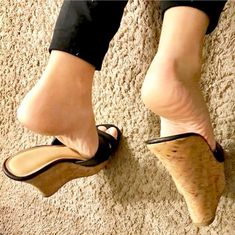 Feet Soles, Women's Feet, Sexy Legs And Heels, Sexy High Heels, Wedge Heels, Stiletto Heels, Extreme High Heels, Barefoot Girls, Beautiful High Heels