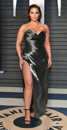 The plus-sized model flaunted her killer curves in a strapless gun-metal grey gown at theVanity Fair Oscar Party at Wallis Annenberg Center in Los Angeles on Sunday.