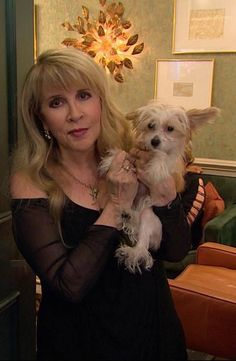 Stevie Nicks with her new dog, Lily, 2017 Stevie Nicks Now, Stevie Nicks Fleetwood Mac, Stevie Ray, Stevie Nicks Lindsey Buckingham, Buckingham Nicks, Members Of Fleetwood Mac, Stephanie Lynn, Classic Rock And Roll, Beautiful Voice