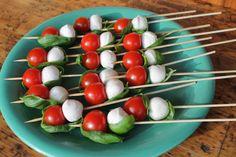 Partysnacks, Finger Food, schnell gemacht, leckere Snacks, Mozzarella-Tomaten-Schiffchen