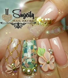 This nail art with confetti and flowers! ideas de unas ongles manicure d Hot Nails, Coffen Nails, Pink Nails, Dragon Nails, Edge Nails, Gold Glitter Nails, Nail Time, Unicorn Nails, Manicure E Pedicure