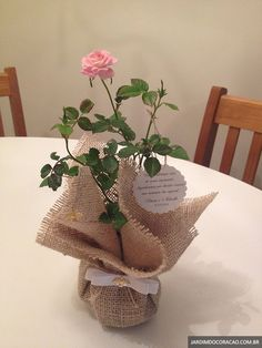 Wedding Centerpieces, Wedding Decorations, Table Decorations, Burlap Crafts, Diy And Crafts, Deco Champetre, Rose Cottage, Baby Party, Floral Arrangements