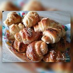 Sajtos vajas kifli | Betty hobbi konyhája Pretzel Bites, Doughnut, Bread, Vegetables, Desserts, Food, Tailgate Desserts, Deserts, Vegetable Recipes