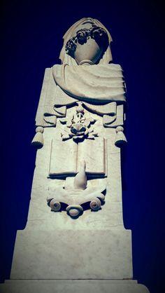 Monument Batman, Superhero, Fictional Characters, Art, Art Background, Kunst, Performing Arts, Fantasy Characters, Art Education Resources