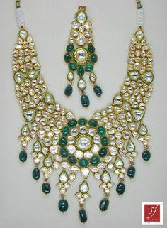 Gold Jewelry For Sale Indian Jewellery Design, Indian Jewelry, Jewelry Design, Antique Gold, Antique Jewelry, Polki Sets, Gold Jewelry For Sale, Bollywood Designer Sarees, 22 Carat Gold