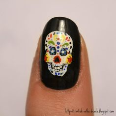 Starfish on the Beach: Feliz Día de los Muertos and 31 Day Nail Art Challenge --- Day 26, Pattern