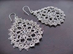 Peacock eye tatted silver earrings