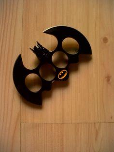 This Batman brass knuckles would definitely provide a kerpow moment! Batman Love, Batman Stuff, Batman Robin, All Batmans, Nananana Batman, Brass Knuckles, Bd Comics, Joker And Harley, Harley Quinn