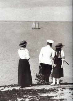Tatiana, Nicholas, and Anastasia at the beach, 1914.