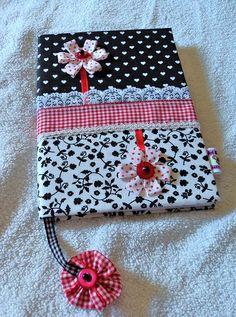 Capa de caderno black &  white com flores