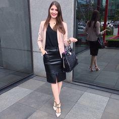 @lookbyus look trabalho do dia work outfit style fashion roupa moda tips black leather pencil skirt saia de couro lapis preta blazer