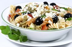 This page contains Italian pasta salad recipes. Cool pasta salads are a delicious summer or anytime meal. recipes-i-d-like-to-try Pepperoni Pasta Salads, Pepperoni Recipes, Macaroni Salad Ingredients, Pasta Salad Recipes, Meal Recipes, Gourmet Recipes, Recipies, Mediterranean Pasta Salads, Summer Pasta Salad