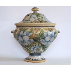 Fiori Bianchi Tureen - Big tureen with lid, completely created on a lathe and using the slip technique. After the first firing it has been painted with a floral pattern featuring big white flowers with yellow, green and blue shades. Hand-painted with a brush with soft and warm colours, this product with a fantasy decoration, is refined, it is unique in its genre. The accuracy of the painting and almost obsessive focus on the details make this product something excellent in its genre.