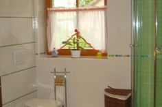Kinderbadezimmer Struker grün Furniture, Home Decor, Bathing, Decoration Home, Room Decor, Home Furnishings, Home Interior Design, Home Decoration, Interior Design