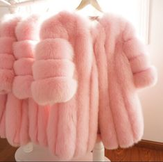 Find images and videos about love, pink and girly on We Heart It - the app to get lost in what you love. Fur Fashion, Pink Fashion, Winter Fashion, Girly, Pink Love, Pretty In Pink, Pin Up, Fabulous Furs, Everything Pink
