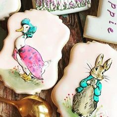 This really is art in edible form. Cookie art actually! I'm so blown away by the talent I see on a daily basis. Thank you for sharing @cakeintheafternoonmelbourne - I'm so happy that @edibleartpaint is a part of your creative space!  #edibleartpaint  #Repost @cakeintheafternoonmelbourne ・・・ Peter Rabbit and Jemima Puddleduck in a country garden..cookies created for Poppie's first birthday last weekend! Hand painted Peter and Jemima with @edibleartpaint and using my favorite cookie cutters…