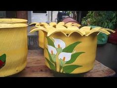 These are lovely. If you paint well or even not so well like me, you could create masterpieces. Join the fun in the world of upcycled tires and get more ideas at shop.As plantinhas vão ter uma cari Old Tire Planters, Garden Planters, Planter Pots, Tire Garden, Garden Art, Diy Garden Projects, Diy Garden Decor, Flower Pot Crafts, Flower Pots
