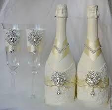 Imagem relacionada Bridal Glasses, Wedding Wine Glasses, Wedding Bottles, Wedding Champagne, Decorated Wine Glasses, Painted Wine Glasses, Wine Glass Crafts, Wine Bottle Crafts, Diy Bottle