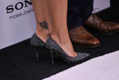 Kelly Ripa Shoes On Show | ... inside arrivals in this photo kelly ripa a view of kelly ripa s