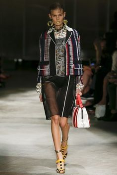 See the complete Prada Spring 2016 Ready-to-Wear collection.