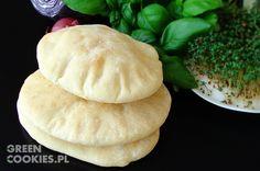 Chlebki Pita to super pieczywo z kieszonką, które nadziewamy świeżymi, ulubionymi warzywami, falafelem i pikantnym sosem z papryczek pepperoni.