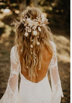 Relaxed Outdoor Wedding Vibes With Inspiration + Dried Florals Boho Wedding Hair, Wedding Hair Down, Wedding Hair Flowers, Hair Comb Wedding, Wedding Hair And Makeup, Dream Wedding Dresses, Flowers In Hair, Bridal Hair, Bouquet Wedding