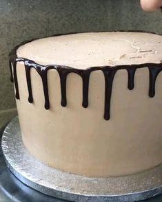 #desserts #cake #cakes #cakevideos #cakemaking #baking #bakingvideos #toprecipes #bestrecipesever #cakeinmaking #cakedecorations #bakingskills #piping #pipingtips #pipingskills Cake Decorating For Beginners, Cake Decorating Videos, Cake Decorating Techniques, Cake Decorating Frosting, Cake Decorating Designs, Amazing Food Decoration, Drop Cake, Simple Cake Designs, Gravity Cake