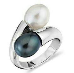 Blue Nile Pearl Ring BLUE NILE Black and White Freshwater Cultured pearl ring in sterling silver  I believe this is a Size 6.5 according to measurements, but runs a little big (my middle finger is about 2.125 inches relaxed with a measuring tape and this ring is a little loose on me) Blue Nile Jewelry Rings