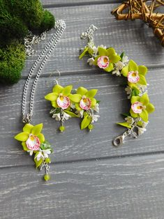 Jewelry set. Made to order #jewelry #wedding #orchids #weddingjewelry #bride #fashion #floral #flowerjewelry #green #orchid #necklace #earrings #bracelet #jewellery #style #look #handmade #clayjewelry #polymerclay #fimo #greenery #nature