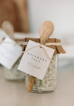 Rosemary Salt Recipe - Boxwood Ave Rosemary Salt Recipe, How To Dry Rosemary, Jar Gifts, Food Gifts, Craft Gifts, Free Printable Gift Tags, No Salt Recipes, Hostess Gifts, Food Storage