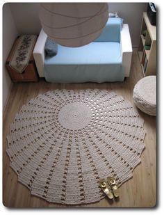 Venus Seashell - 175-185 cm in diameter, 5.7 kilos of cotton twine (1200 meters), 8 hours of work.
