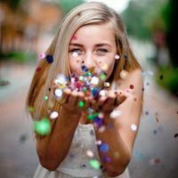 Senior pictures ideas for girls 16 Teenager Photography, Girl Photography Poses, Children Photography, Photography Ideas For Teens, Amazing Photography, Travel Photography, Foto Website, Glitter Photo Shoots, Teen Photo Shoots