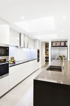 White, clean, sharp and neat, this post contains some great examples of white contemporary kitchen cabinets. White Contemporary Kitchen, Contemporary Kitchen Cabinets, Modern Kitchen Design, Interior Design Kitchen, Modern Contemporary, Interior Decorating, Kitchen Living, Kitchen Decor, Kitchen Ideas