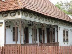 A R T: Casa in apropiere de Ramnicu Valcea Architecture Old, Architecture Details, Style At Home, Gazebo, Pergola, Places Worth Visiting, Wooden Terrace, Bucharest Romania, Home Fashion