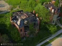 abandoned-mansions-brush-park-2                                                                                                                                                     More