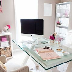 This office space is so cute. You ca never go wrong with hints of pink.