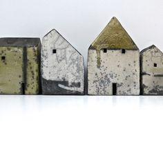 set of four houses (361) raku £295 MAAT = 7.5/ 9 of 11/13
