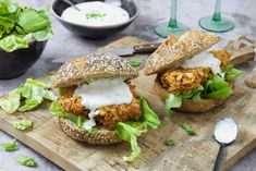 Gezond broodje McChicken - Chickslovefood Lunch Recipes, Dinner Recipes, Cooking Recipes, Mc Chicken, Healthy Snacks, Healthy Recipes, Diy Food, Love Food, Food And Drink