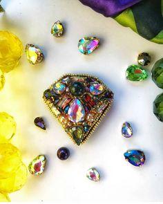 Автор @marinika.f_brooch 〰〰〰〰〰〰〰〰〰〰〰〰〰〰 По всем вопросам обращайтесь к авторам изделий!!! #ручнаяработа #брошьизбисера #брошьручнойработы #вышивкабисером #мастер #бисер #handmade_prostor #handmadejewelry #brooch #beads #crystal #embroidery #swarovskicrystals #swarovski #купитьброшь #украшенияручнойработы #handmade #handemroidery #брошь #кольеручнойработы #кольеизбисера #браслеты #браслетручнойработы #сутажныеукрашения #сутаж #шибори #полимернаяглина #украшенияизполимернойглины