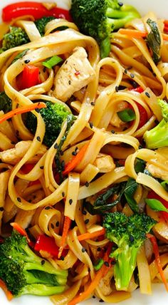 This Sesame Chicken Noodle Stir-Fry recipe is quick and easy to make, easy to customize with whatever fresh veggies or greens you have on hand, and it's tossed with the most delicious sesame-soy vinaigrette! Stir Fry Recipes, Cooking Recipes, Chicken Stir Fry With Noodles, Rice Noodles, Asian Recipes, Healthy Recipes, Easy Recipes, Healthy Snacks, Sesame Chicken