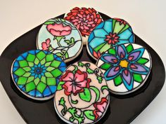 Stained glass cookies by QT Confections - Cake pops and other yummy stuff! Galletas Cookies, Cupcake Cookies, Sugar Cookies, Iced Cookies, Yummy Cookies, Sugar Cookie Royal Icing, Cookie Frosting, Fancy Cupcakes, Fancy Cookies