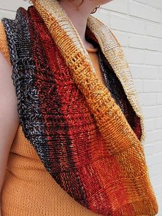 Free Pattern: Dipped In A Bit Of Lace Cowl by Danielle Romanetti
